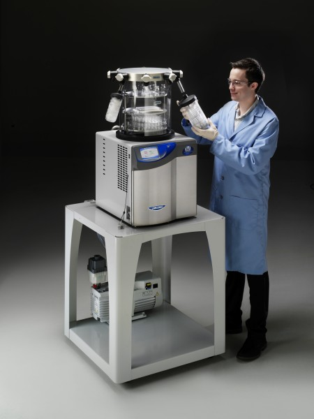 4.5 liter FreeZone Freeze Dryer with clear chamber and flasks