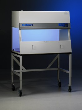 Filtered PCR Enclosure with activated UV light