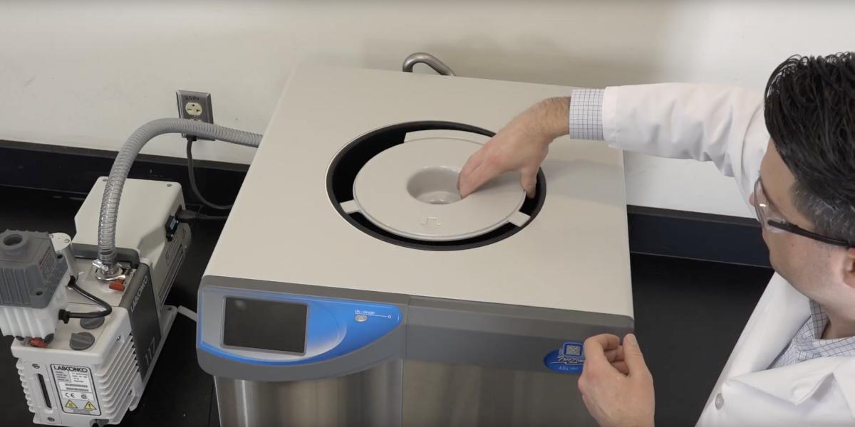 Inserting baffle into Benchtop FreeZone Freeze Dryer during set up