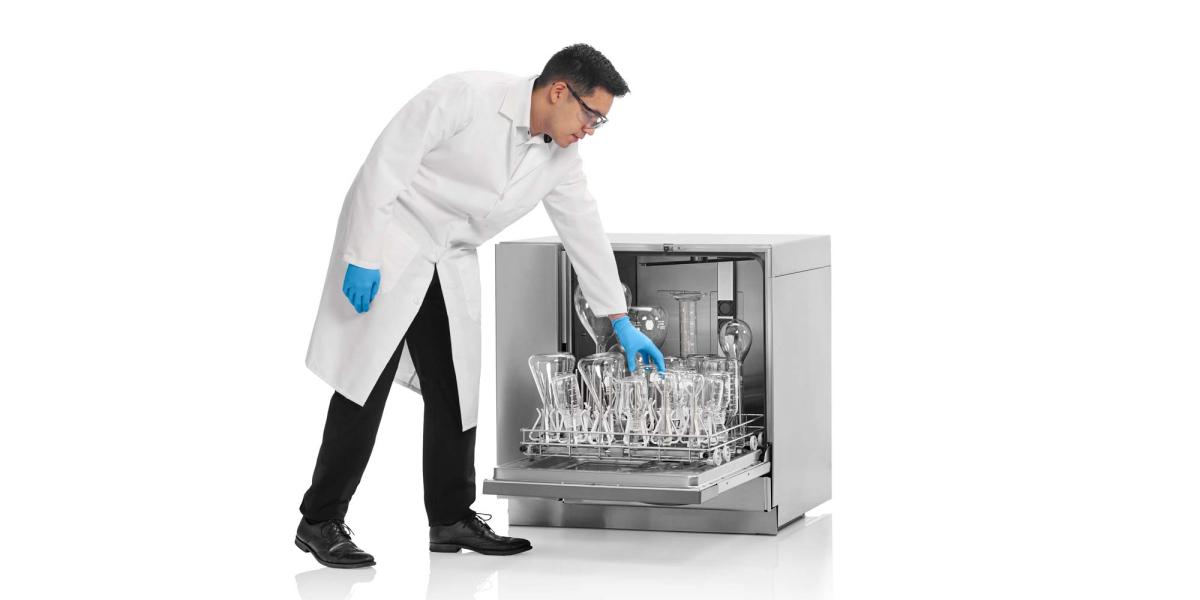 Unloading a FlaskScrubber Vantage lab washer